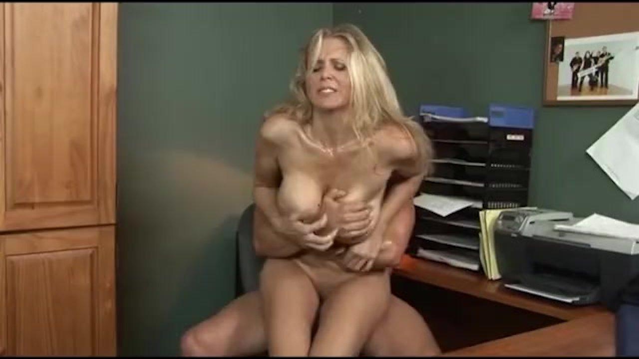 Porno mamuśki Julia Ann