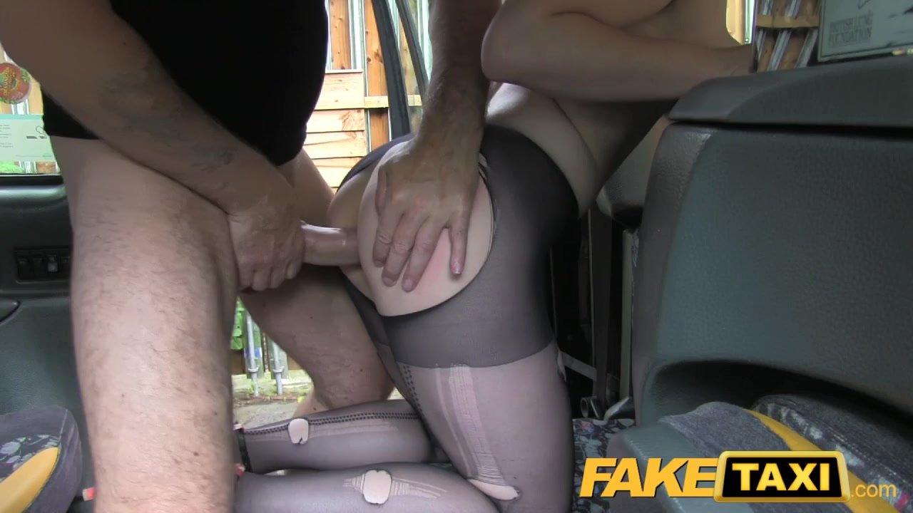 Девушка пристает к таксисту порно, смотр порно с толстыми мужчинами