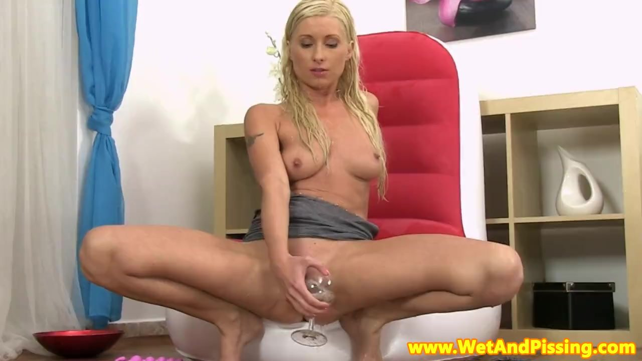 Angela Schijf Porno beautiful pissdrinking blonde with great tits