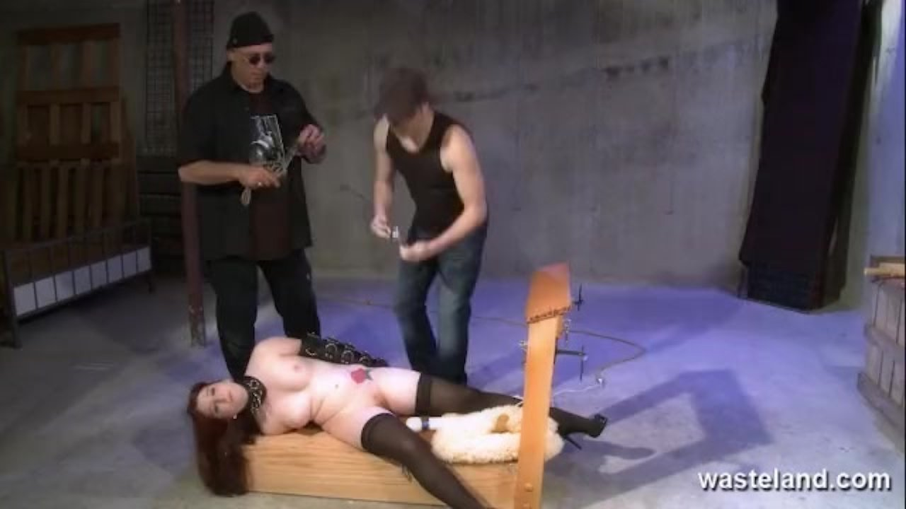 Slave gets her pussy and mouth fucked