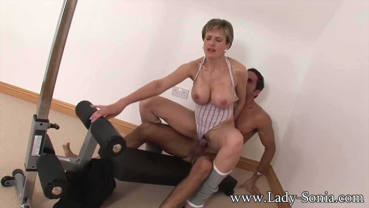 Mature woman fucking with there gym trainer