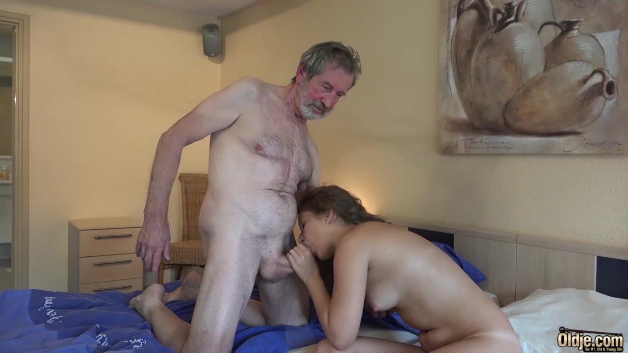 Abuelos Con Sus Nietas Porno el abuelo se la mete muy dura a la nieta en un hotel de lujo