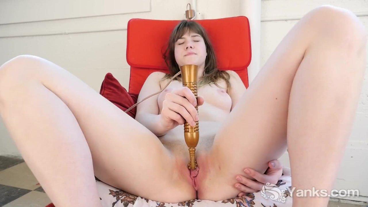 Девушка дрочит помадой, фото видео знаменитых порно актеров с голыми пенисами