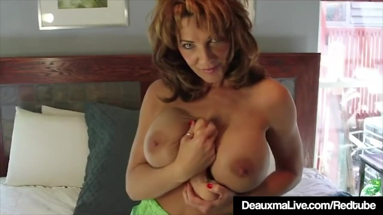 Super Sexy Mommy Deauxma Dildo Bangs Her Pussy & Cums!