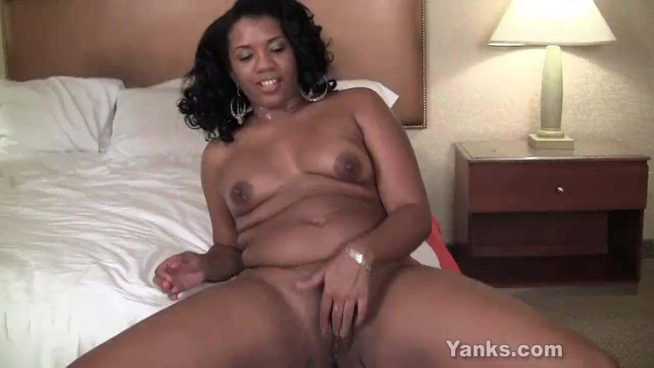 Yanks Ebony Sydnee Capri Bed Humping