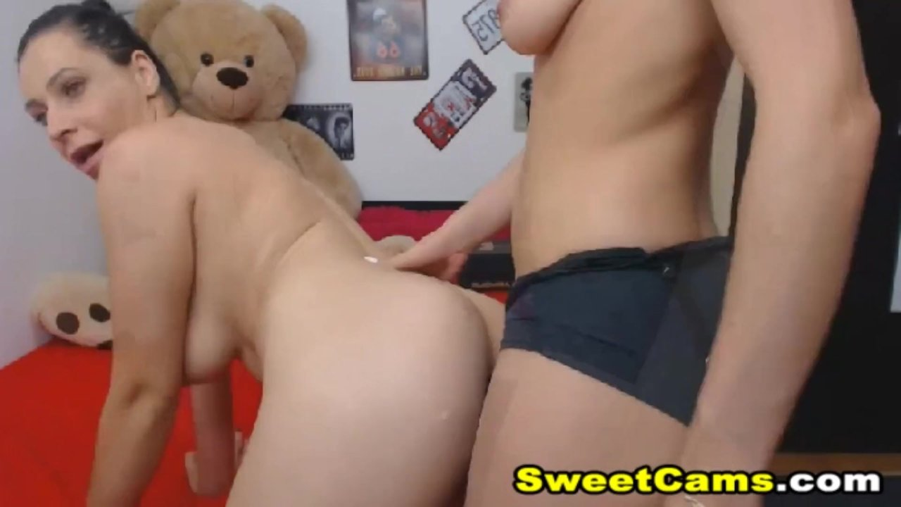 Sexy Hot Lesbian Having Good Sex On Cam