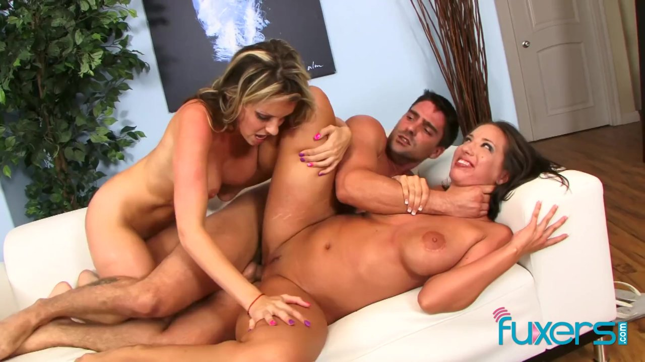 Courtney Cummz And Kelly Divine 3some Redtube