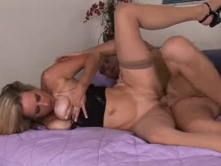 Hot cougar gets a mouthful of cum