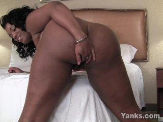 Ebony BBW Sydnee Playing With Her Twat