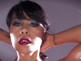 Sexy MILF Dana Vespoli shows off her curves