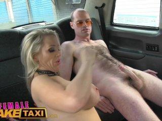 FemaleFakeTaxi Spútaný muž v taxíku