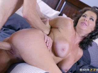 Sexy milf Veronica Avluv loves big cock – Brazzers