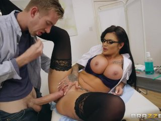 Dirty nurse Candy Sexton gets her tits sucked – Brazzers