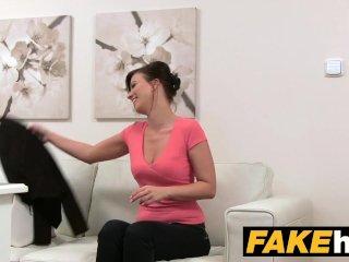 Falošný fotograf zvedie modelku