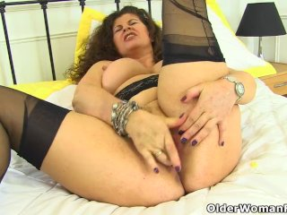 English milf Gilly lowers her knickers