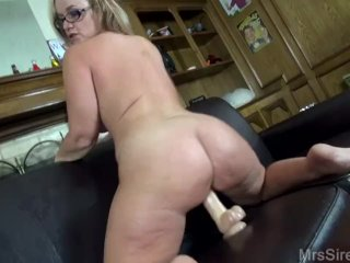 Sexy MILF Squirting with Big Toys