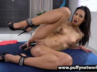 Piss Drinking – Alexa Tomas tastes her golden pee after toying her pussy
