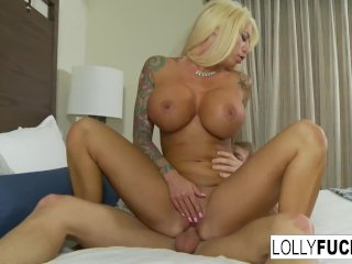 Sexy blonde Lolly makes it up to him with sex