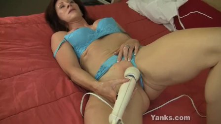 Chesty Yanks MILF Catherine Fucking Hitachi