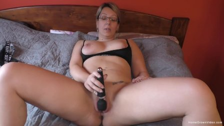 Chubby blonde amateur milf gets dicked down in bed